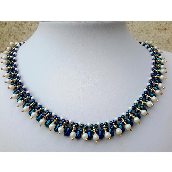 b21f1f35811f Collar elegante con la perla de Swarovski, gotas pequeñas rocas y ...