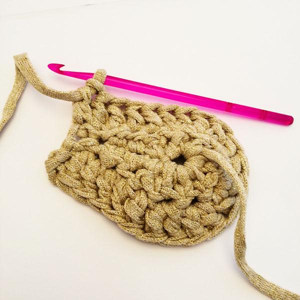 Bolso de ganchillo redondo bricolaje con hilo trapilho - Perles & Co